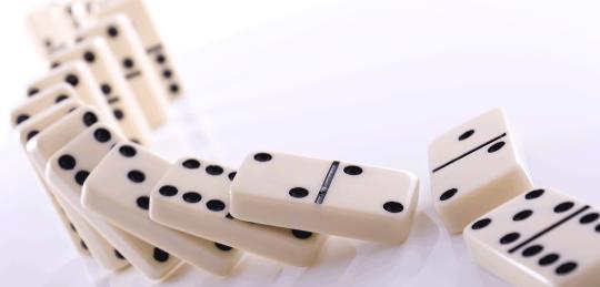 istock-91763636-dominoes